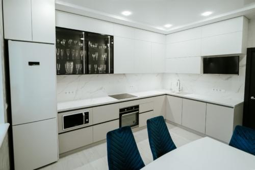 угловая кухня с акрила без ручек под заказ