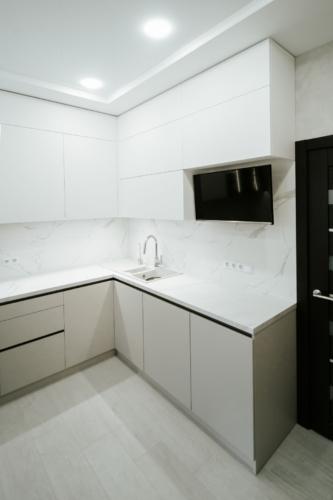 угловая кухня с ручкой гола сумы